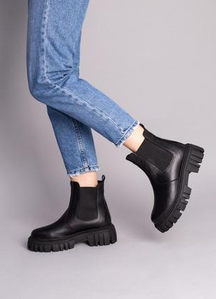 Ботинки челси демисезонные зимние женские черные кожаные на бежевой подошве
