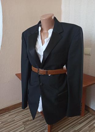 Классический чёрный пиджак с атласными вставками