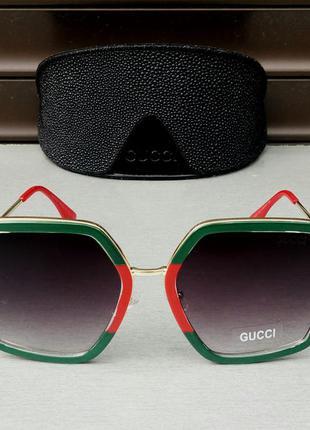 Gucci стильные эффектные женские солнцезащитные очки большие в красно зеленой оправе