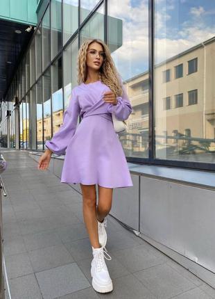 Лиловое платье с переплетом