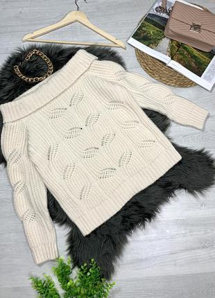 Теплый вязаный свитерок с открытыми плечами