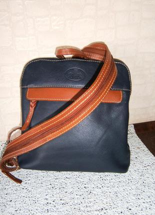Красивая маленькая сумка-рюкзак из натуральной кожи. rowallan