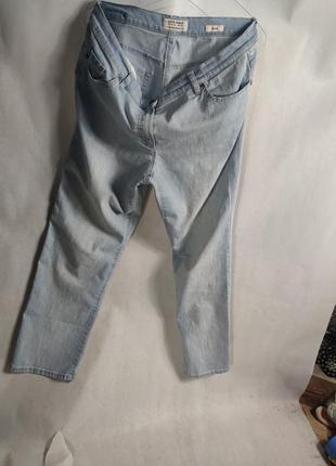 Шикарні фірмові світлі джинси