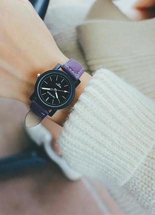 Часики на фиолетовом ремешке
