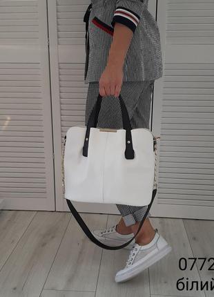 Новая белая сумка на три отделения