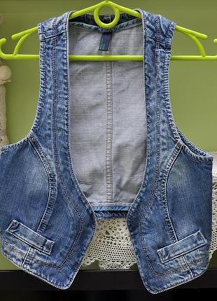 Фирменная джинсовая жилетка benetton jeans