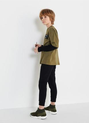 Спортивные джоггеры для мальчика от reserved польша, размер 116.