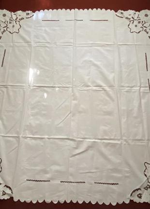 Скатерть полотняная с вышивкой ришелье