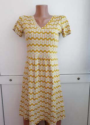Платье жёлтого цвета цветочный принт короткое