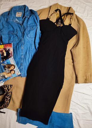 Платье чёрное по фигуре карандаш футляр миди с чашечками на бретельках с вырезом на ноге