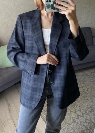 Шерстяной пиджак с мужского плеча