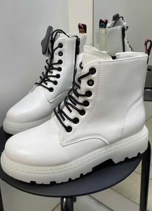 Ботинки белые