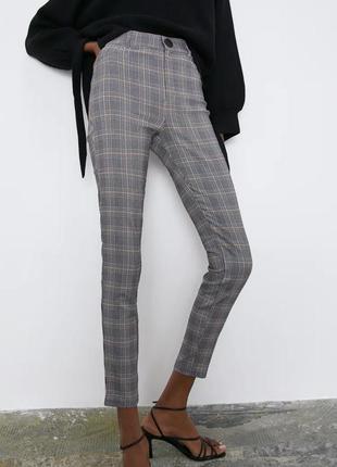 Стрейчевые брюки в клетку zara