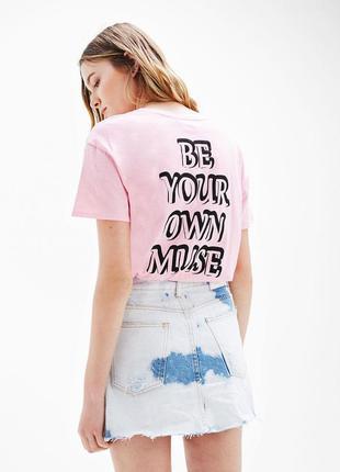 Розовая футболка с принтом bershka