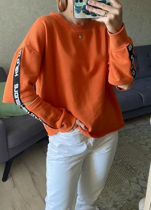 Яркий свитшот с разрезами на рукавах fb sister