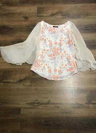 Красивейшая блуза с широкими рукавами плиссировка