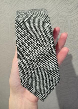 Новый галстук из шерсти