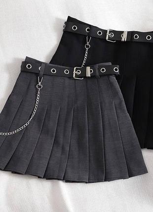 Трендовые юбки плиссе с ремешком и съёмной цепочкой