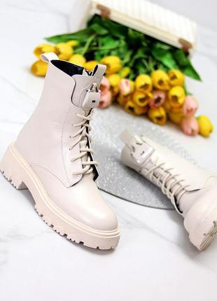 Люксовые высокие светлые бежевые женские ботинки на флисе низкий ход   к. 11696