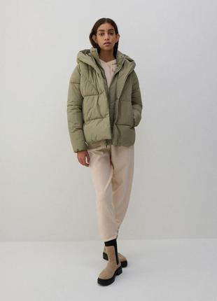 Теплая куртка с капюшоном 34-42