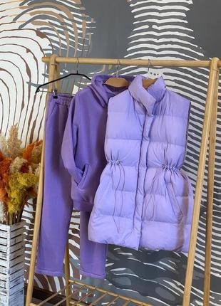 Шикарный, теплый костюм тройка лавандового цвета