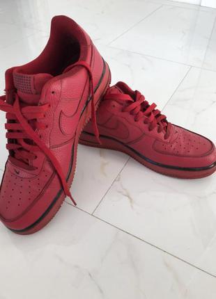 Яркие качественные кроссовки