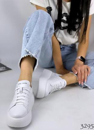 Модные женскиу белые кроссовки натуральная кожа