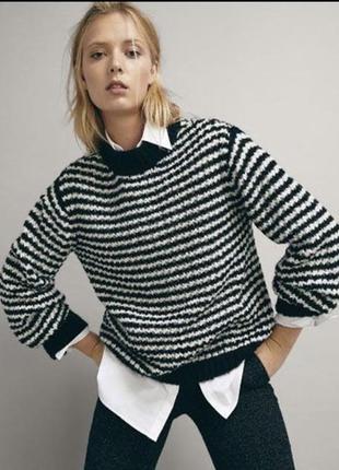 Очень стильный теплый шерстяной свитер. оригинал