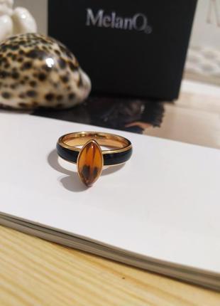 Шикарное кольцо melano twisted оригинал перстень нержавеющая сталь янтарь колечко новое черное золотистое каблучка asos