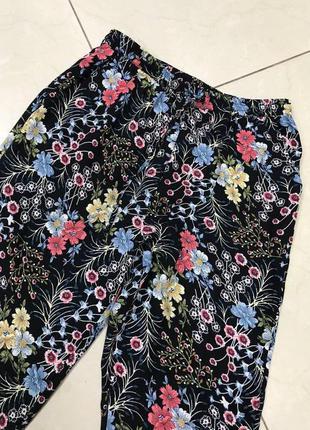 🆘🔥последняя цена до 30 сентября 🆘🔥  яркие легкие брюки в цветы новые