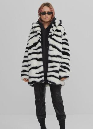 Bershka пальто шуба із нової колекції
