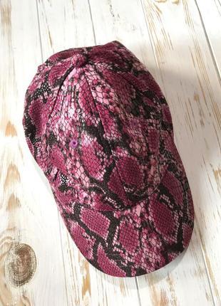 Красивая кепка под рептилию medusa by lr❤️