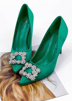 Лодочки на высоком каблуке зелёные с брошкой