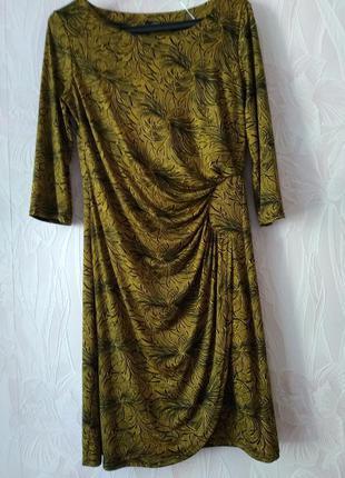 Элегантное платье с драпировкой.