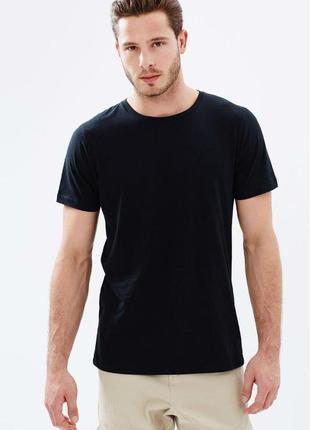 Чёрная базовая однотонная футболка jhk