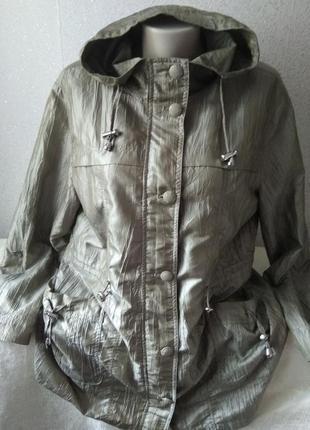 Куртка/ветровка/парка с капюшоном большого размера.