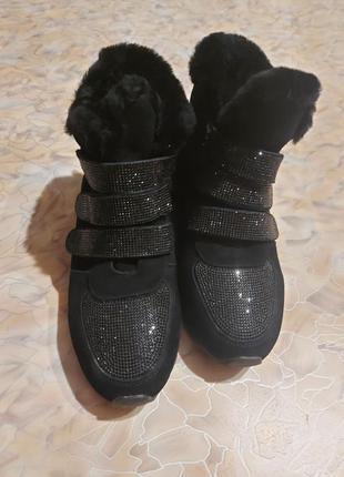 Продам ботинки замш
