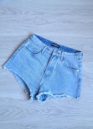 Голубые джинсовые высокие шорты с необроботанным низом на талию