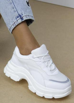 👍 удобные стильные белые кроссовки на танкетке на подошве