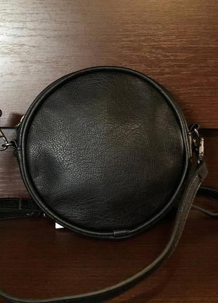 Маленькая сумочка круглой формы