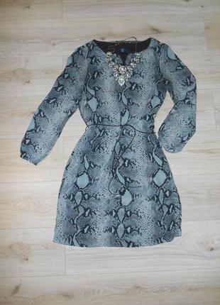 Платье оригинальной расцветки популярного бренда