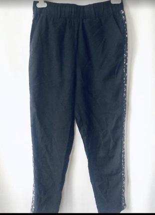 Стильные штаны с лампасами в цветочный принт
