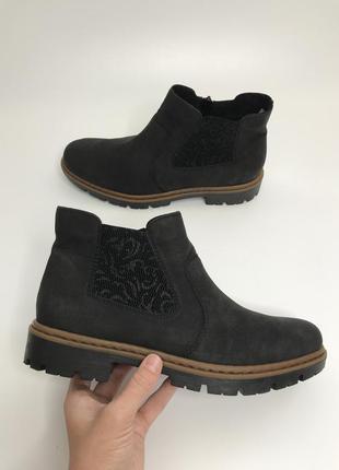 Фирменные челси ботинки rieker