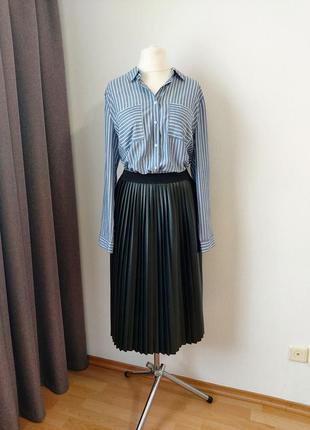 Трендовая юбка плиссе из экокожи