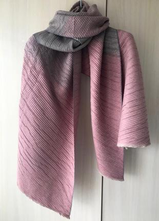 Кашемировый гофрированный шарф cashmere / цвет розово-серый / градиент