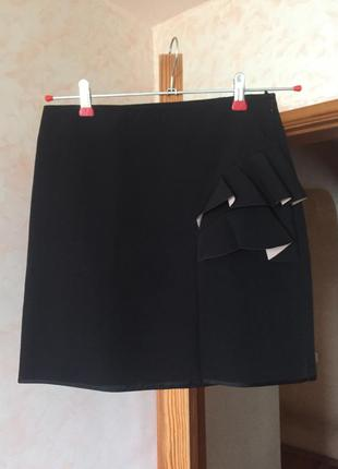 Чёрная юбка с красивым декором