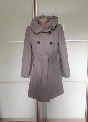 Элегантное пальто с красивым воротником zara