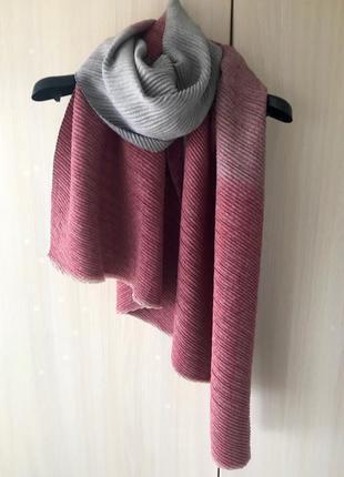 Кашемировый гофрированный шарф cashmere / цвет красно-серый / градиент
