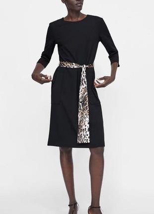 Черное платье прямого кроя длины миди с контрастным поясом в животный принт от zara