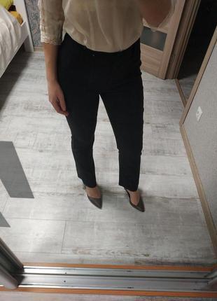 Стильные базовые брюки с высокой посадкой